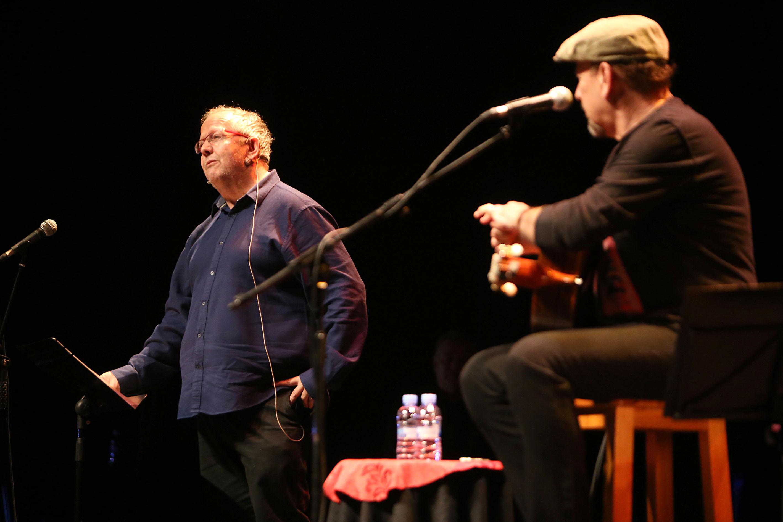 Juan José Téllez y Javier Ruibal, durante el homenaje a Fernando Quiñones