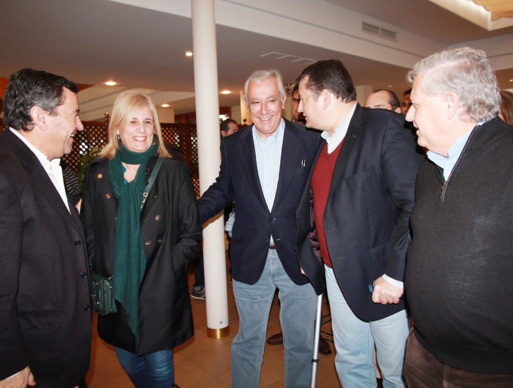 Marín ejerció de anfitrión con los numerosos dirigentes populares.