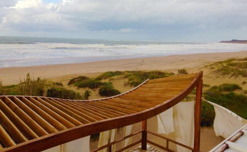 Mojama Beach es el único con autorización permanente.