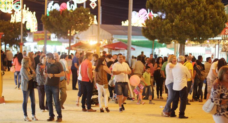 feria de noche.  Durante las jornadas nocturnas que el tiempo ha sido estable se pudo disfrutar de un ambiente tranquilo con multitud de familias.