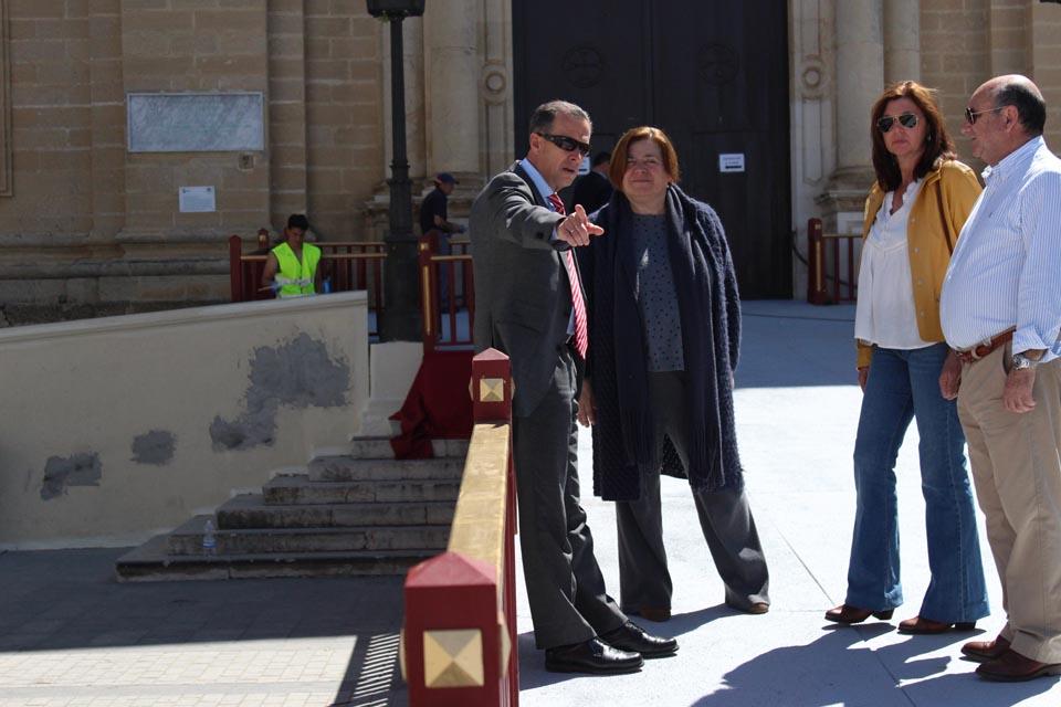 Visita municipal a la rampa de la Iglesia Mayor
