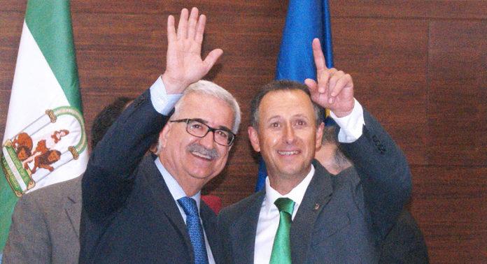 Jiménez Barrios y Román en la pasada toma de posesión de los ediles.