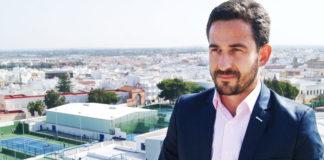 José Vera encargado de gestionar las instalaciones deportivas.. CaraS