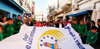 participación Cientos de personas participaron en el acto de izado de bandera. Deportistas de la talla de Periñán ejercieron de padrinos del evento.