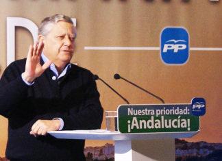 El candidato popular durante el acto. CaraS