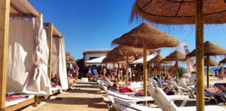 La ampliación de los chiringuitos generará más empleo en la playa.