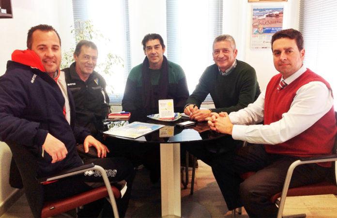 Durante la reunión donde se rubricó el acuerdo entre entidades.