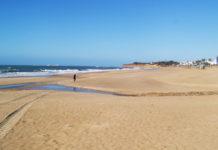 Los temporales han ocasionado una fuerte erosión en La Barrosa.