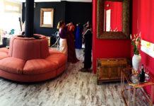Las instalaciones del taller de diseño 'Carola', en el centro de Chiclana, dan buena muestra del gusto y la originalidad de sus creaciones .
