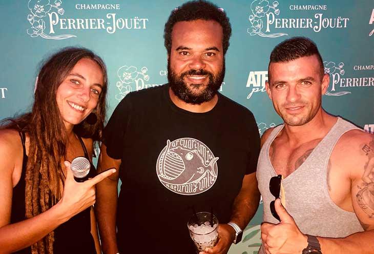 Carlos Jeans junto a Lorena Kej y Josep Pirelli